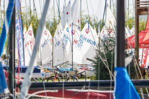 Szél nélküli első nap a Rooster Laser Európa Kupa & BYC Kupa Ranglista Utánpótlás versenyen...